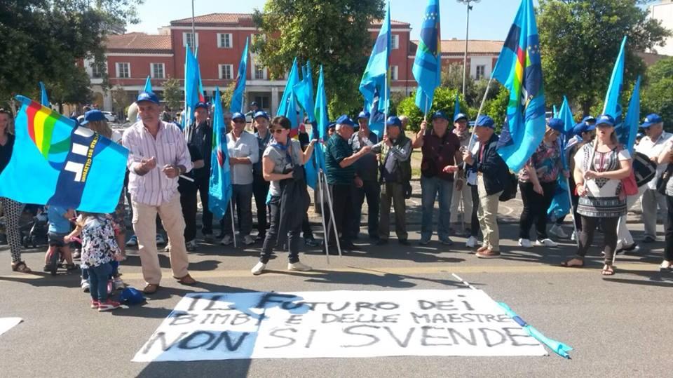 Manifestazione a tutela degli asili nido - Latina 29 maggio 2015